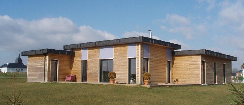 Maison toit plat bois maison bois bardage naturel toit for Maison en bois contemporaine toit plat