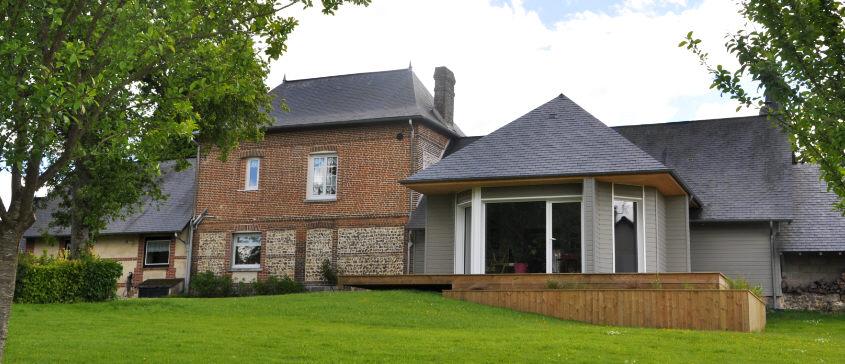 Extension Contemporaine D 39 Une Maison Traditionnelle Normande R Alis E Dans La R Gion De Rouen